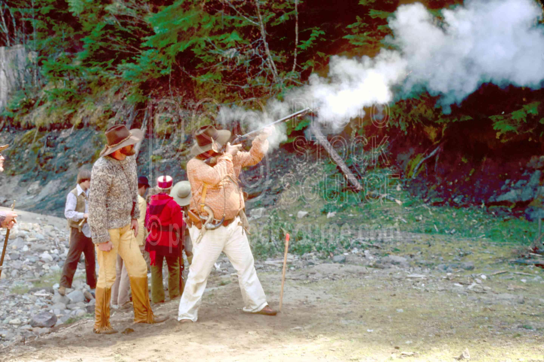 Iron Bear Shooting,guns,hats,mans,mountain man,muzzleloader,rifle,shoot,shooting,weapon,usas,mountain men,frog hollar