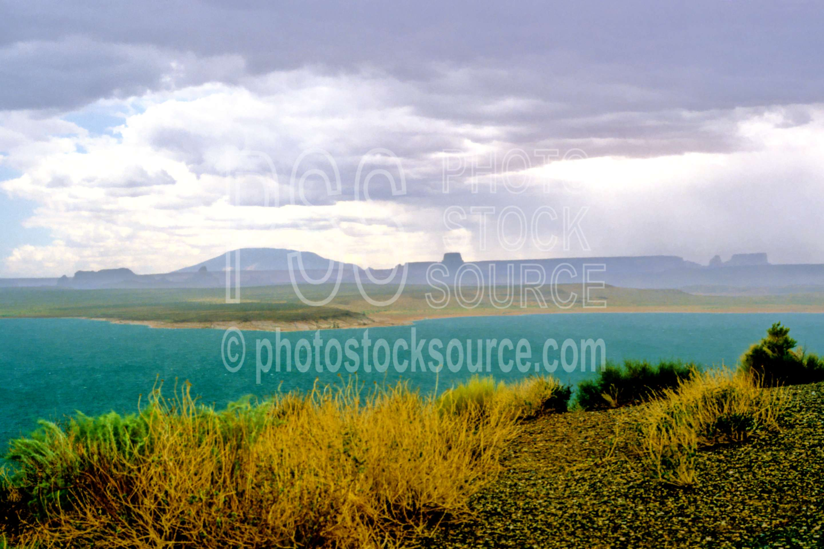 Lake Powell Rainstorm,lake powell,rain,rainstorm,usas,lakes rivers,nature