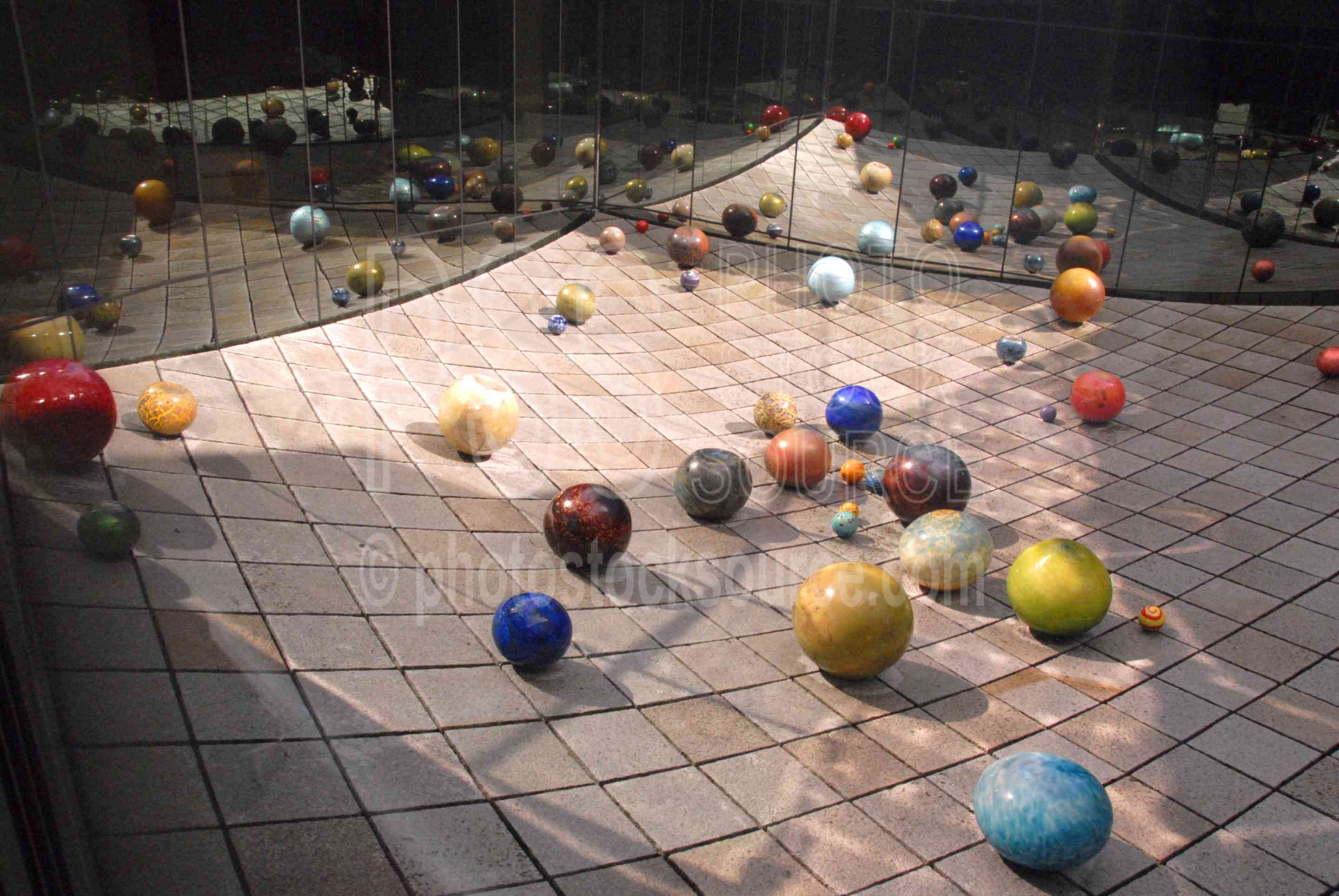 Ma Chihuly's Floats,dale chihuly,glass,museum,art,color,spheres,globes,museums