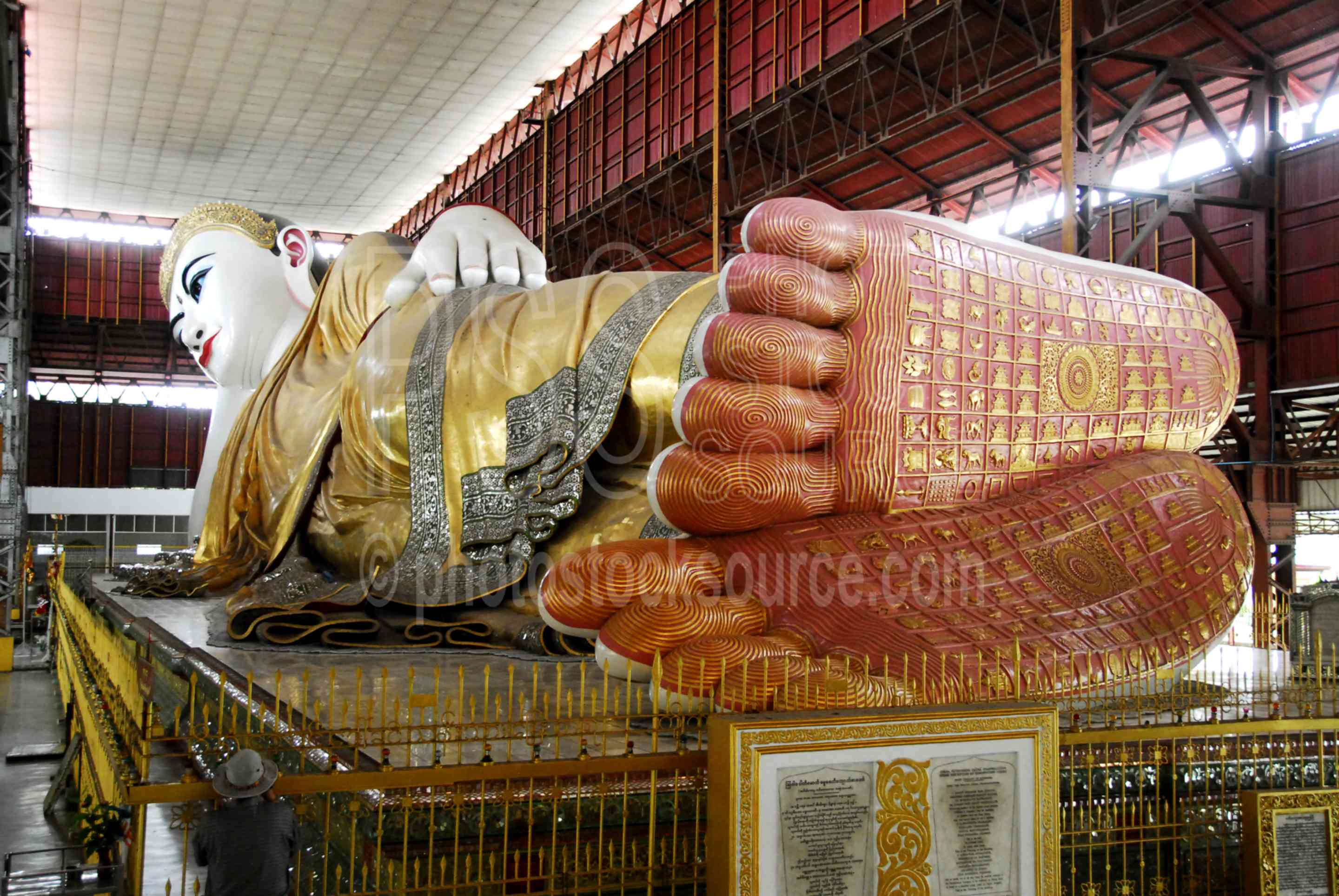 Chauk Htat Gyi Buddha,myanmar,buddha,reclining,worship,statue,buddhism,idol,pray,pagoda,paya,temple,monks,praying,rangoon,rangon,yangoon