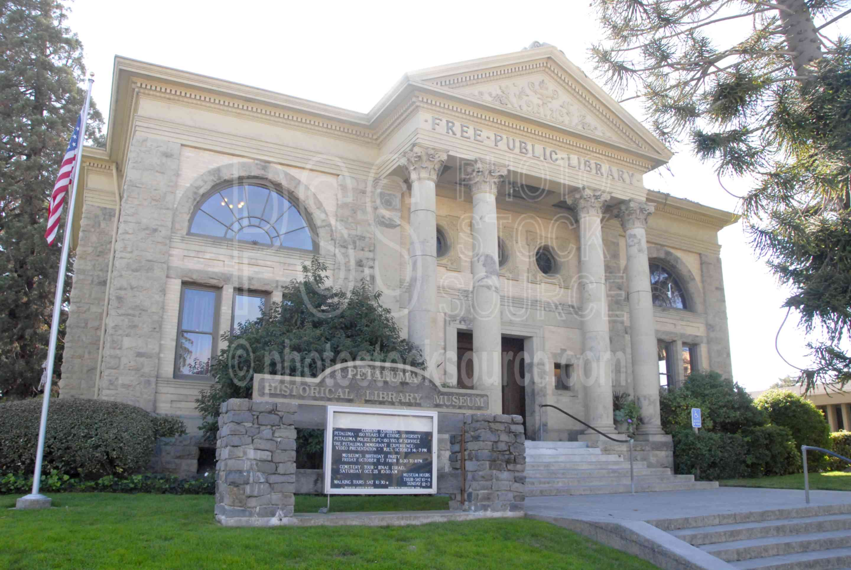 Petaluma Library,downtown,street,library,building