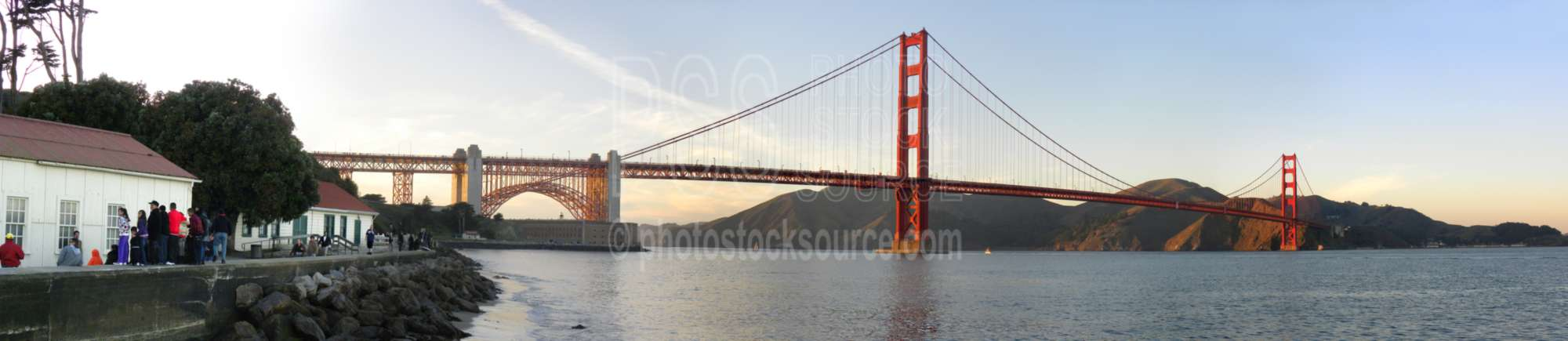 Golden Gate Bridge,bridge,landmark,bay,san francisco bay,suspension bridge,bridges,bridges panoramas,cities panoramas