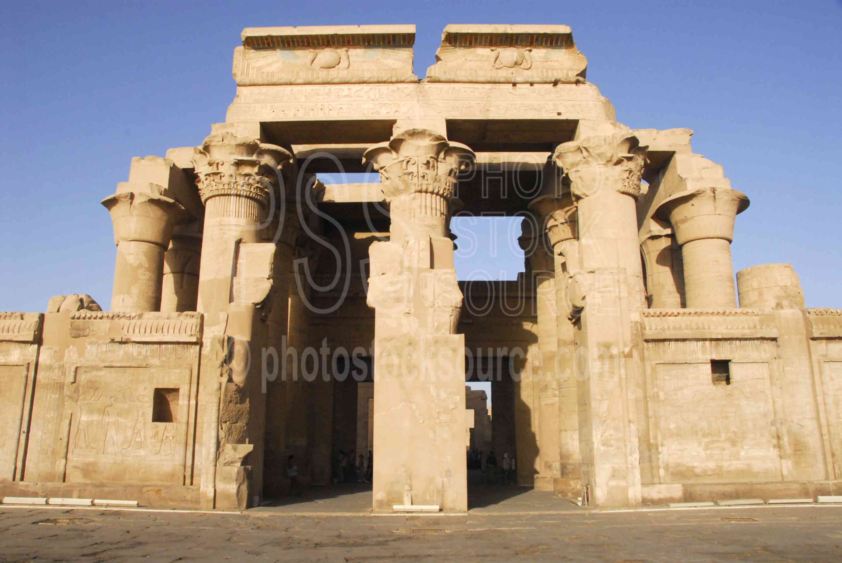 Kom Ombo Temple Entrance,ptolemy,horus,haroeris,sobek,horus the elder,architecture