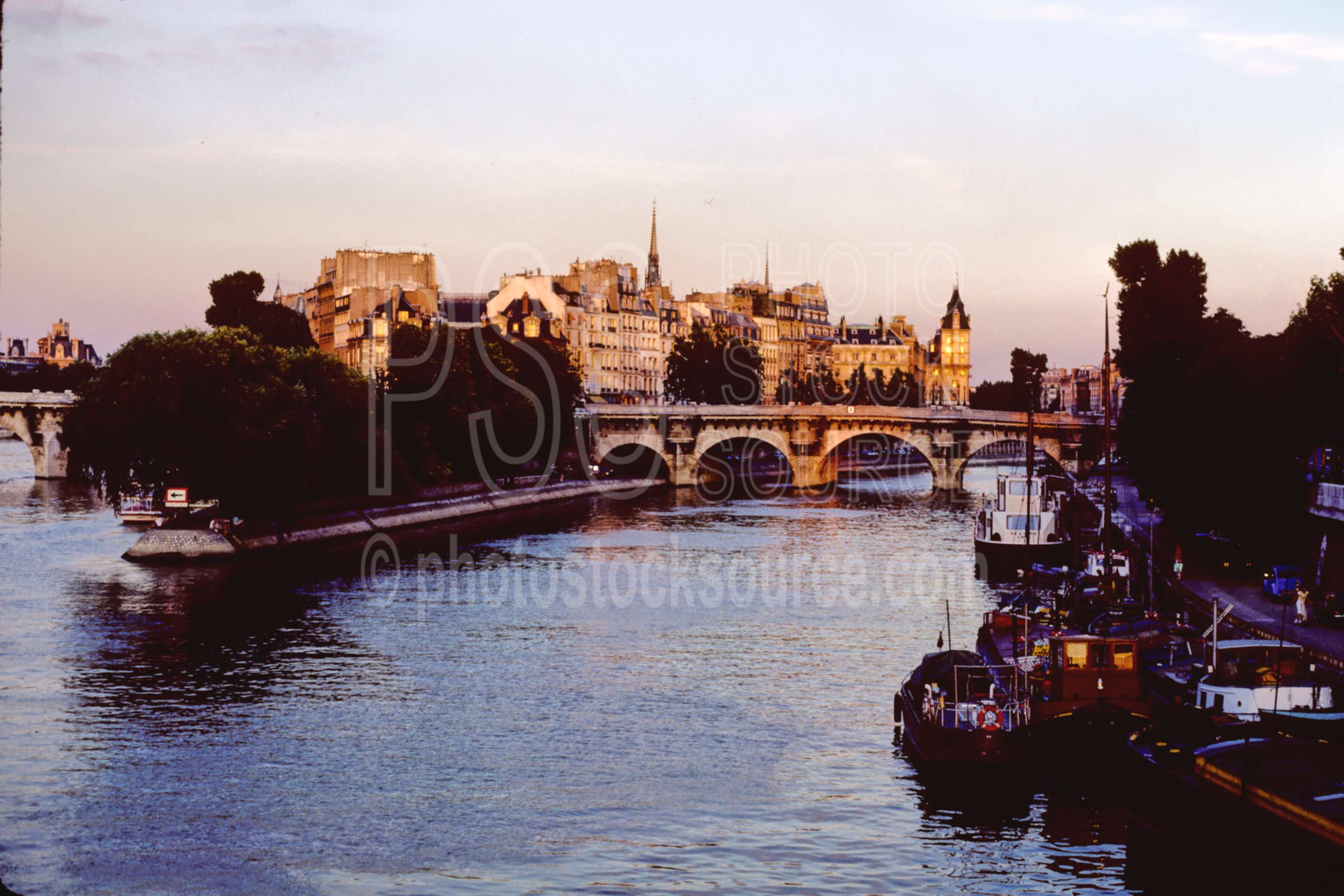Rue Dauphne Bridge,bridge,europe,river,siene river,lakes rivers,bridges