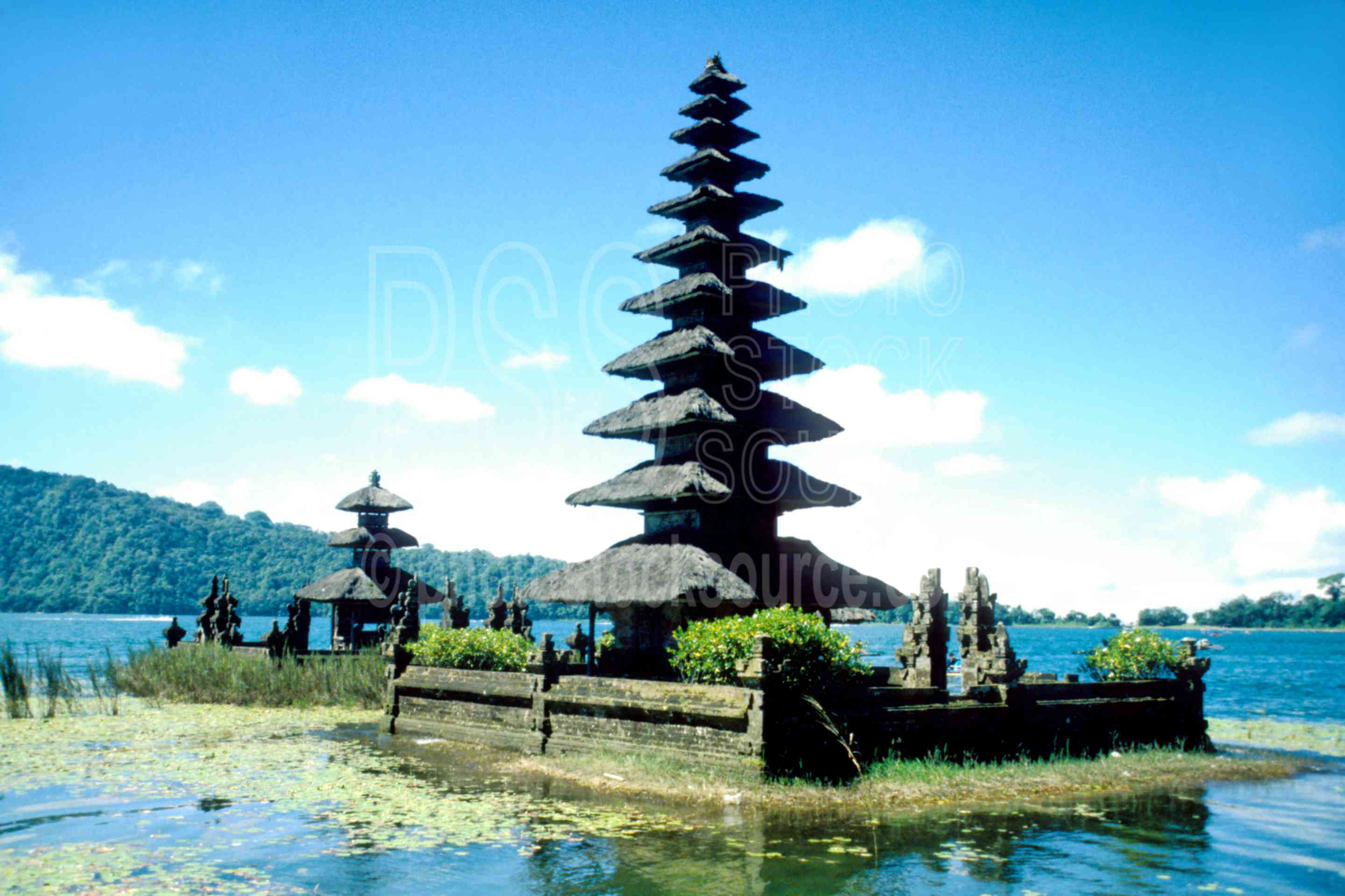 Pura Ulun Danu,lake,ritual,lakes rivers,architecture
