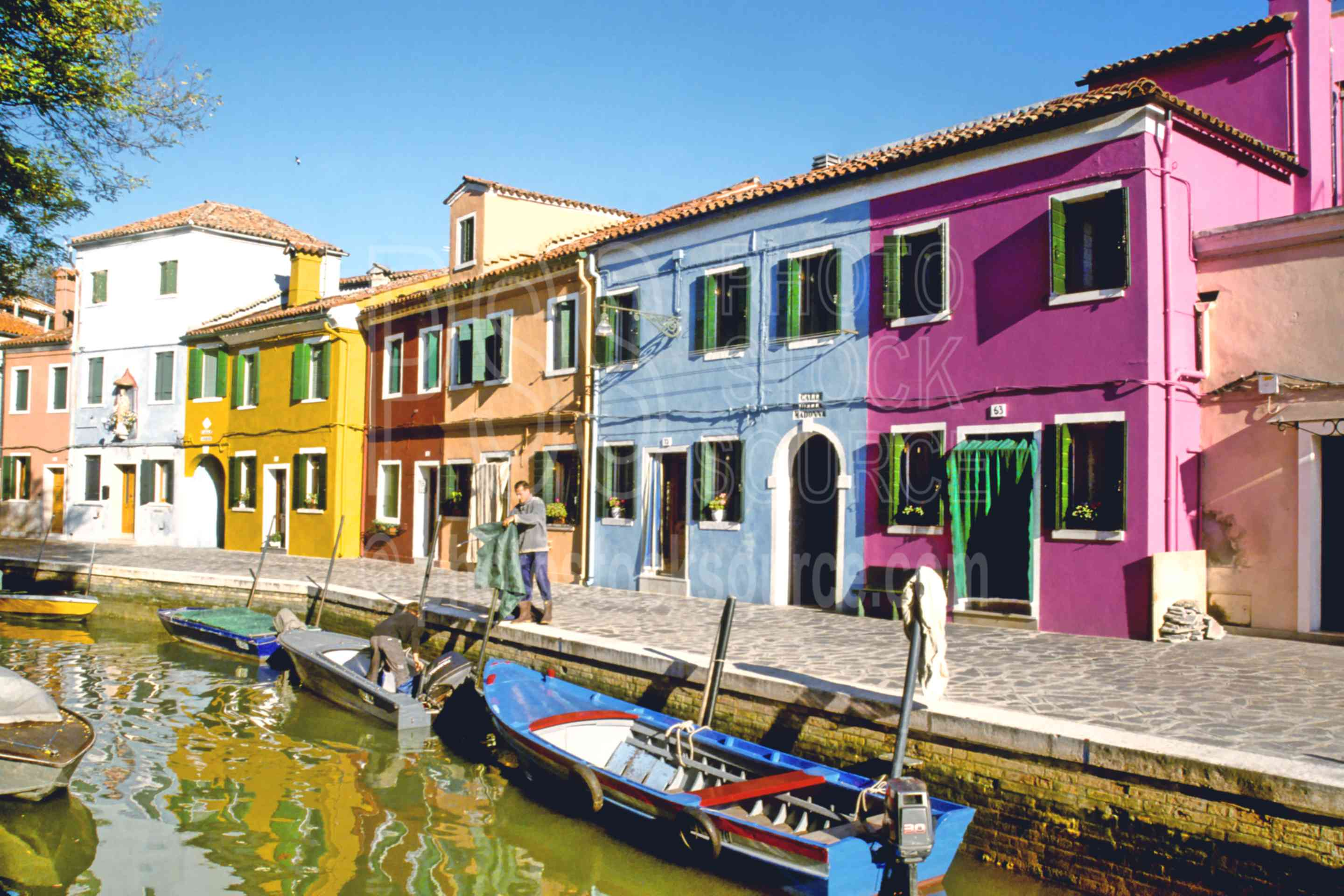 Colorful Canal,boat,color,europe,house,rio teranova canal,italy boats