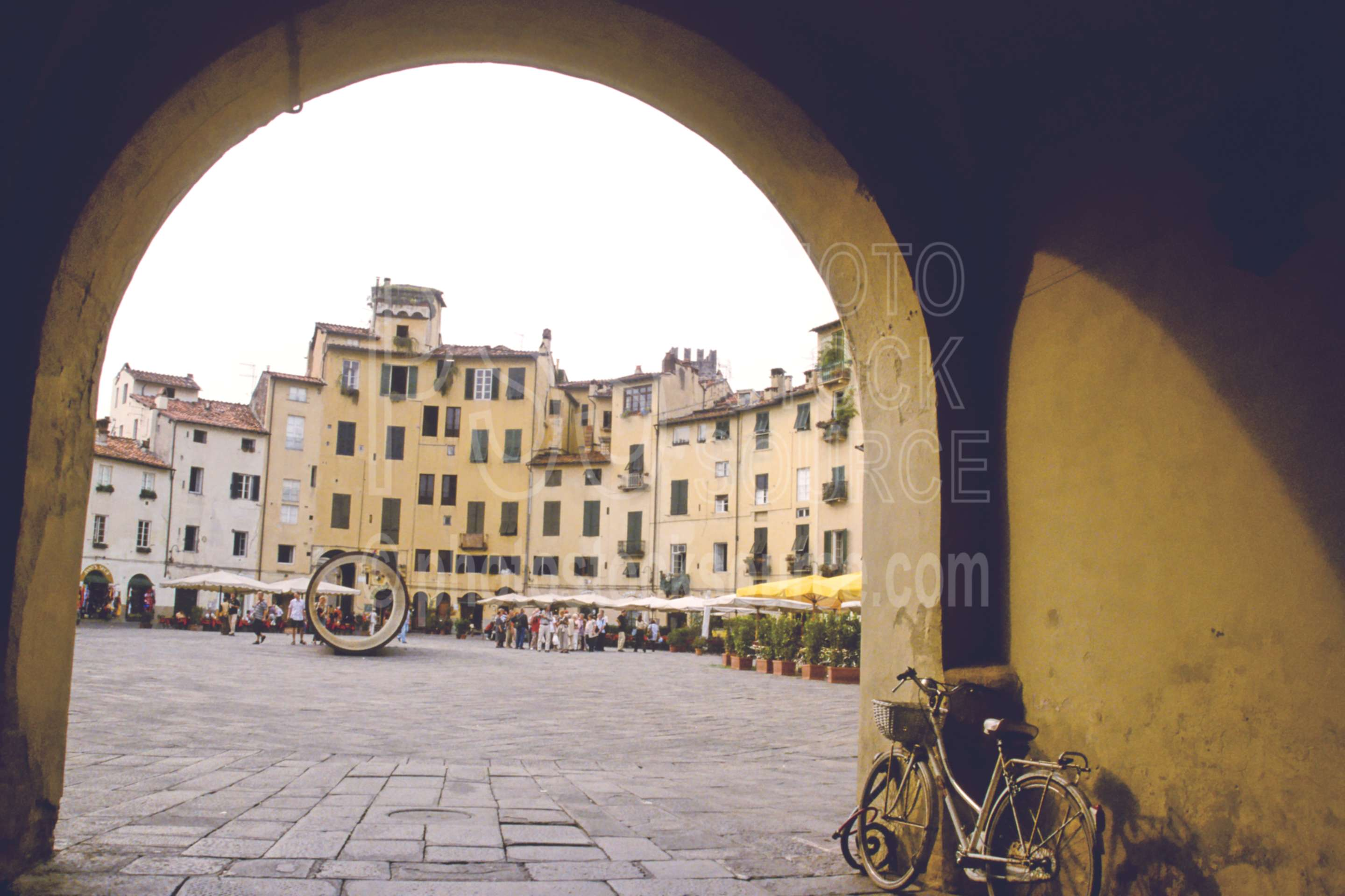Piazza Anfiteatro,arch,bicycle,bike,europe,plaza,square