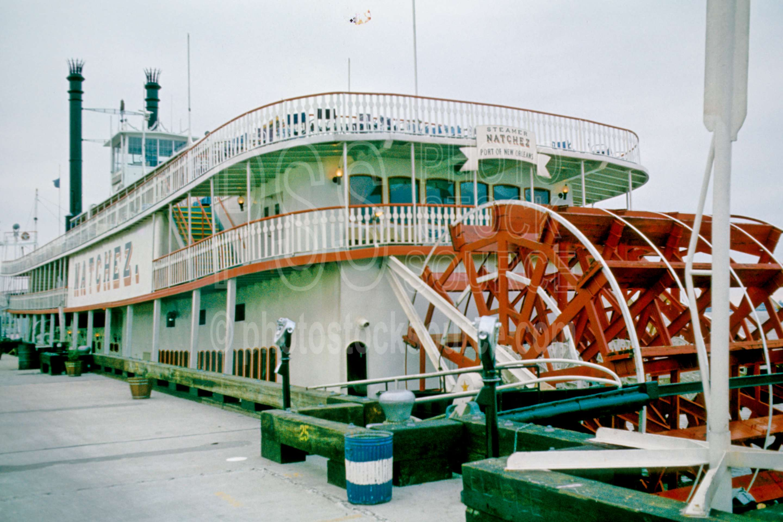 Natchez Riverboat,french quarter,riverboat,mississippi riverboat,steamer,paddlewheel,sternwheel paddle,boats ships,lakes rivers