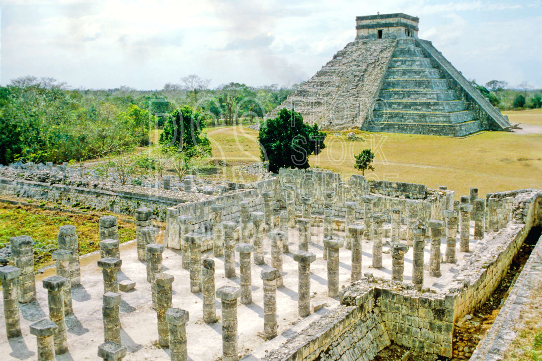 Temple of the Warriors,column,el castillo,temple,temples
