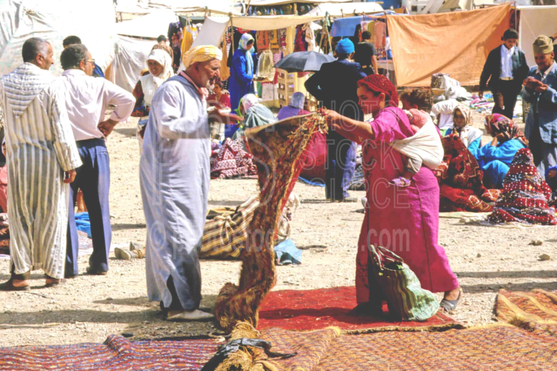 Rug Seller,djellaba,kilum,market,rugs,sell,carpet,carpets,morocco markets