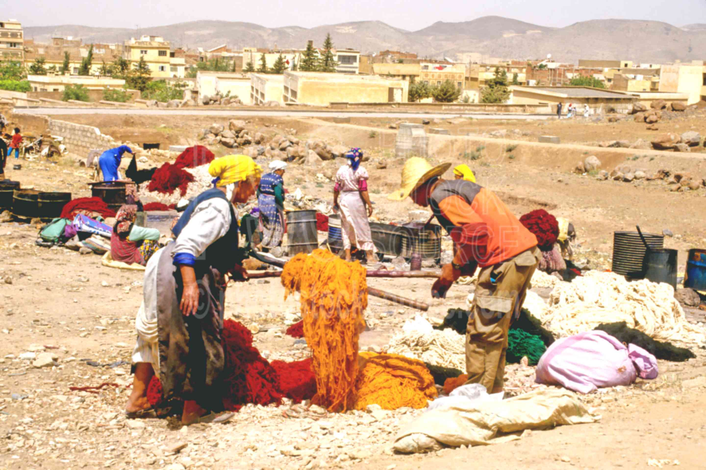Dying Yarn,dyes,wool,work,worker,yarn,morocco markets