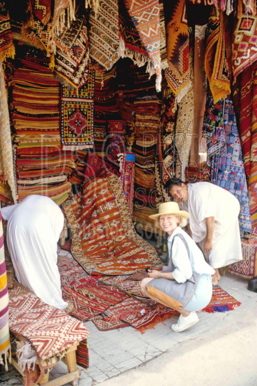 Ann Buying a Kilum,kilum,rugs,woman,carpets,morocco markets