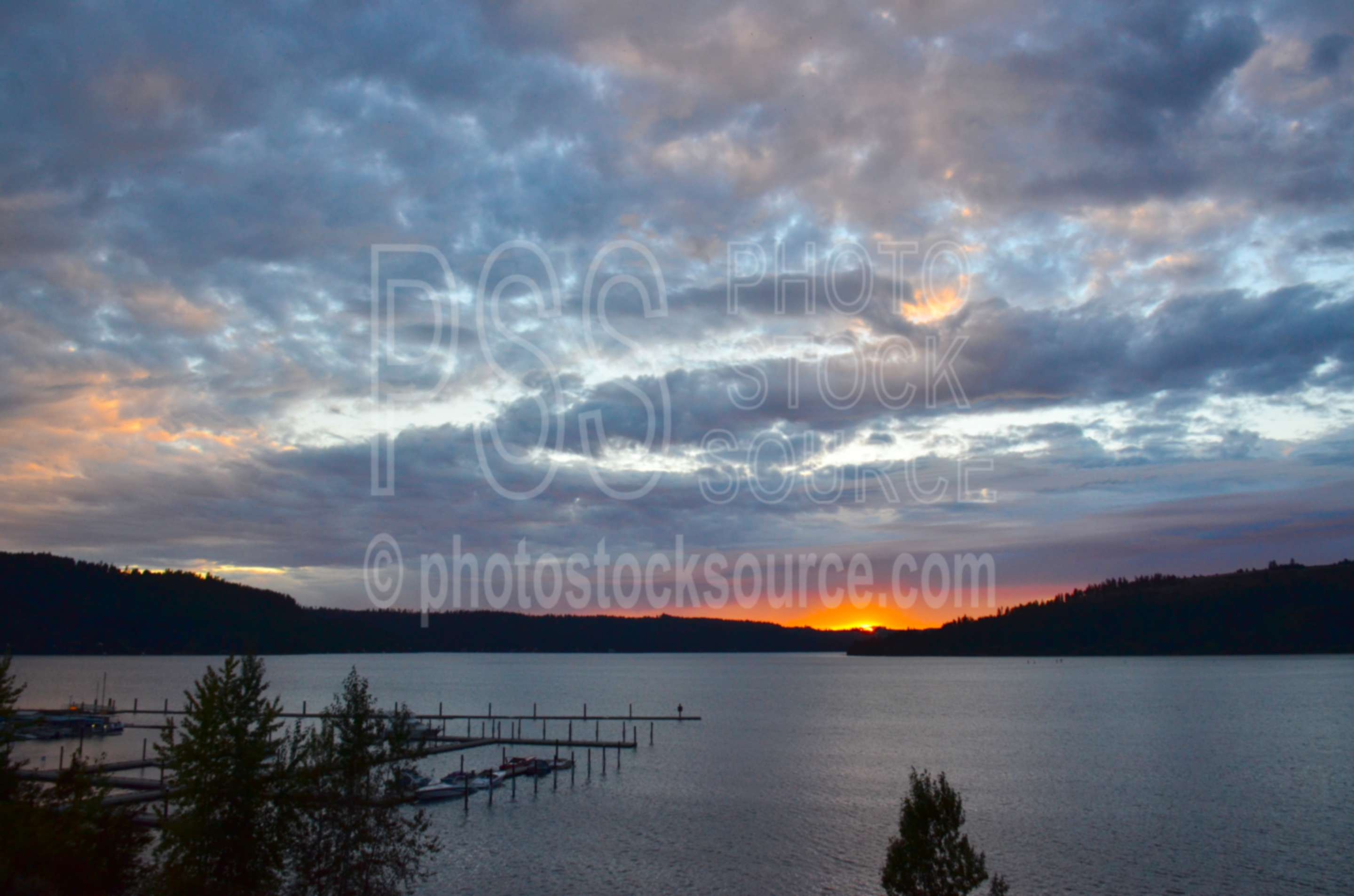Docks on Lake Coeur D'Alene,water,lake,docks,boats,harbor,sunset