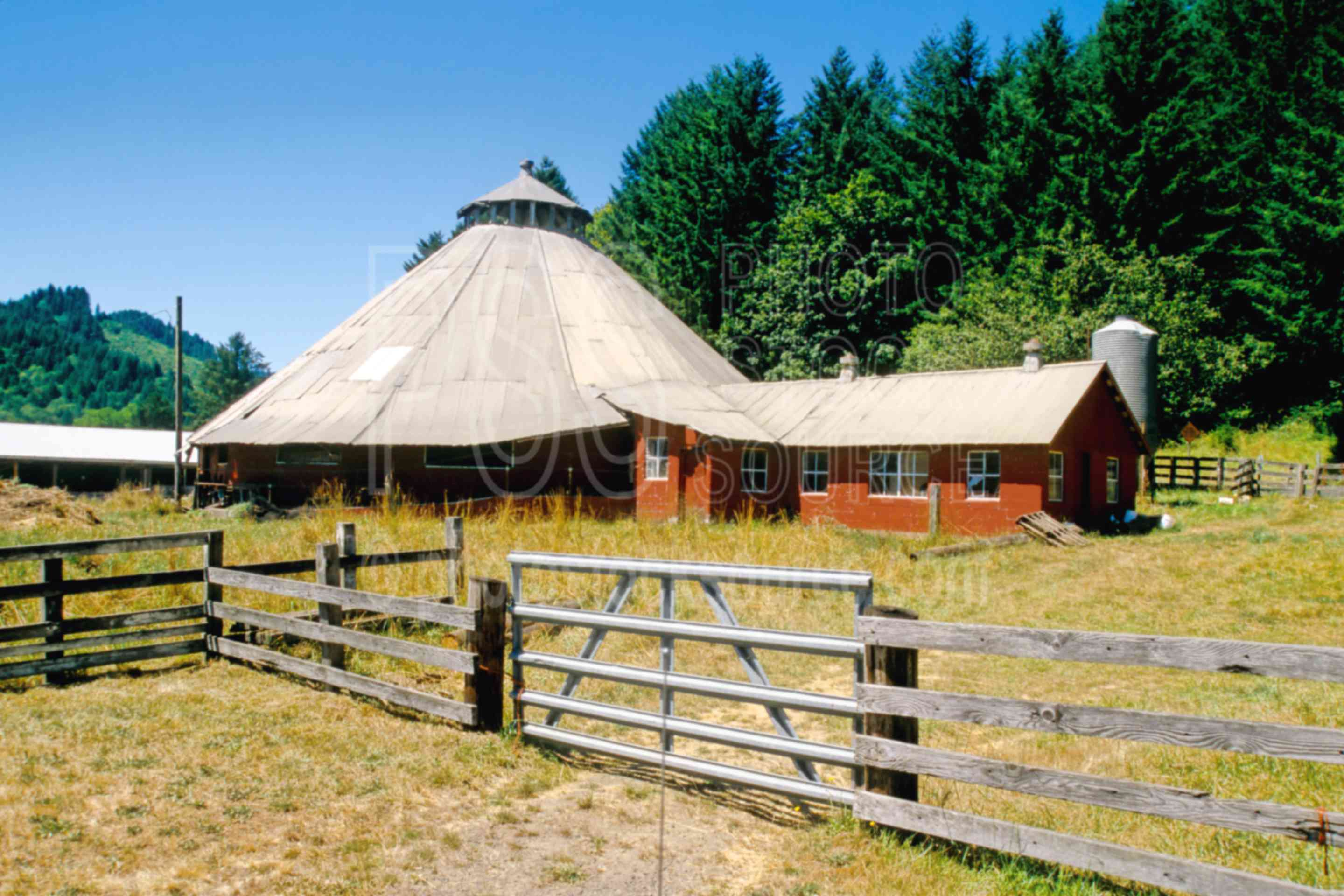Photo of round barn by photo stock source building for Barn builders oregon