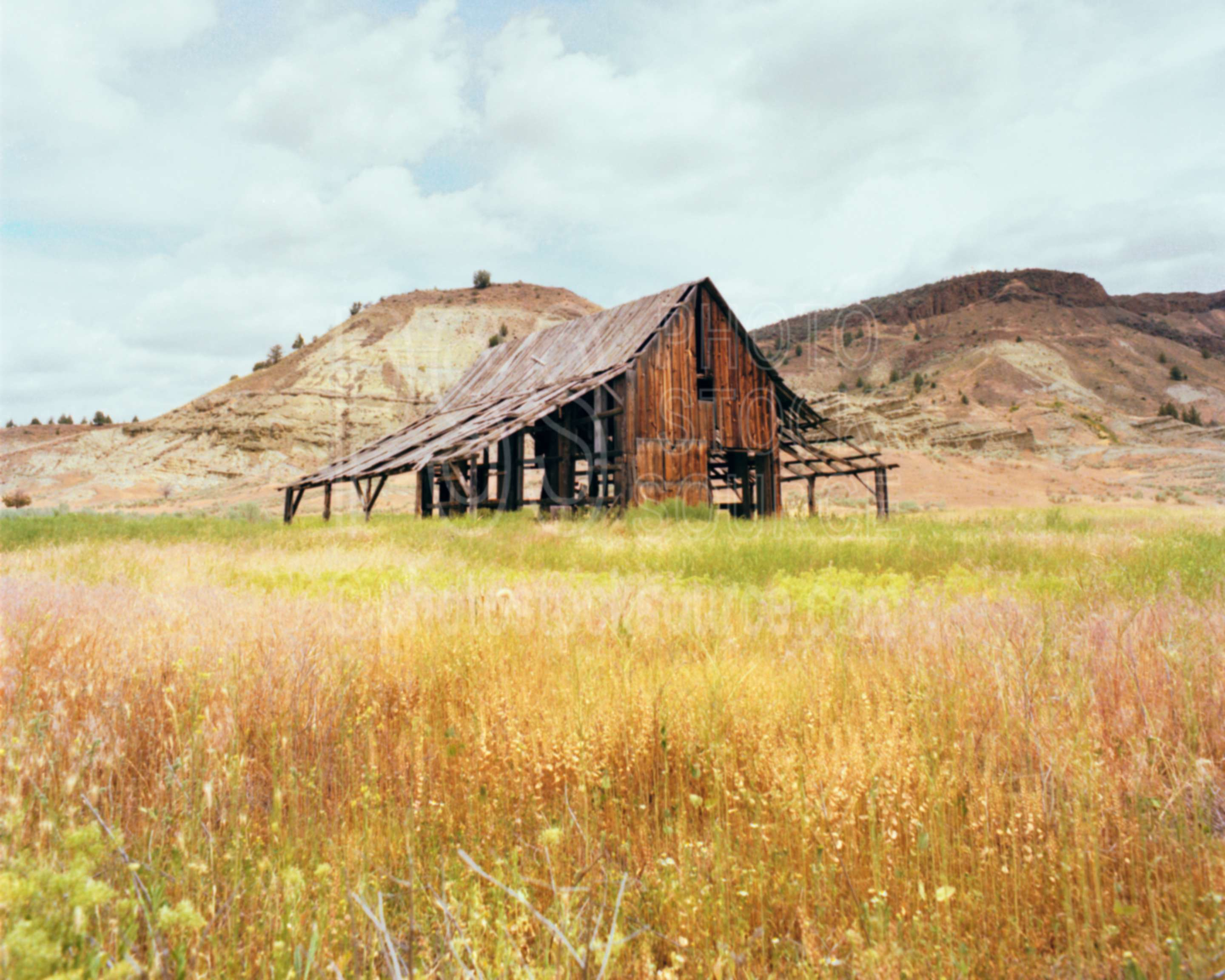 Photo of old barn by photo stock source farm spray for Barn builders oregon