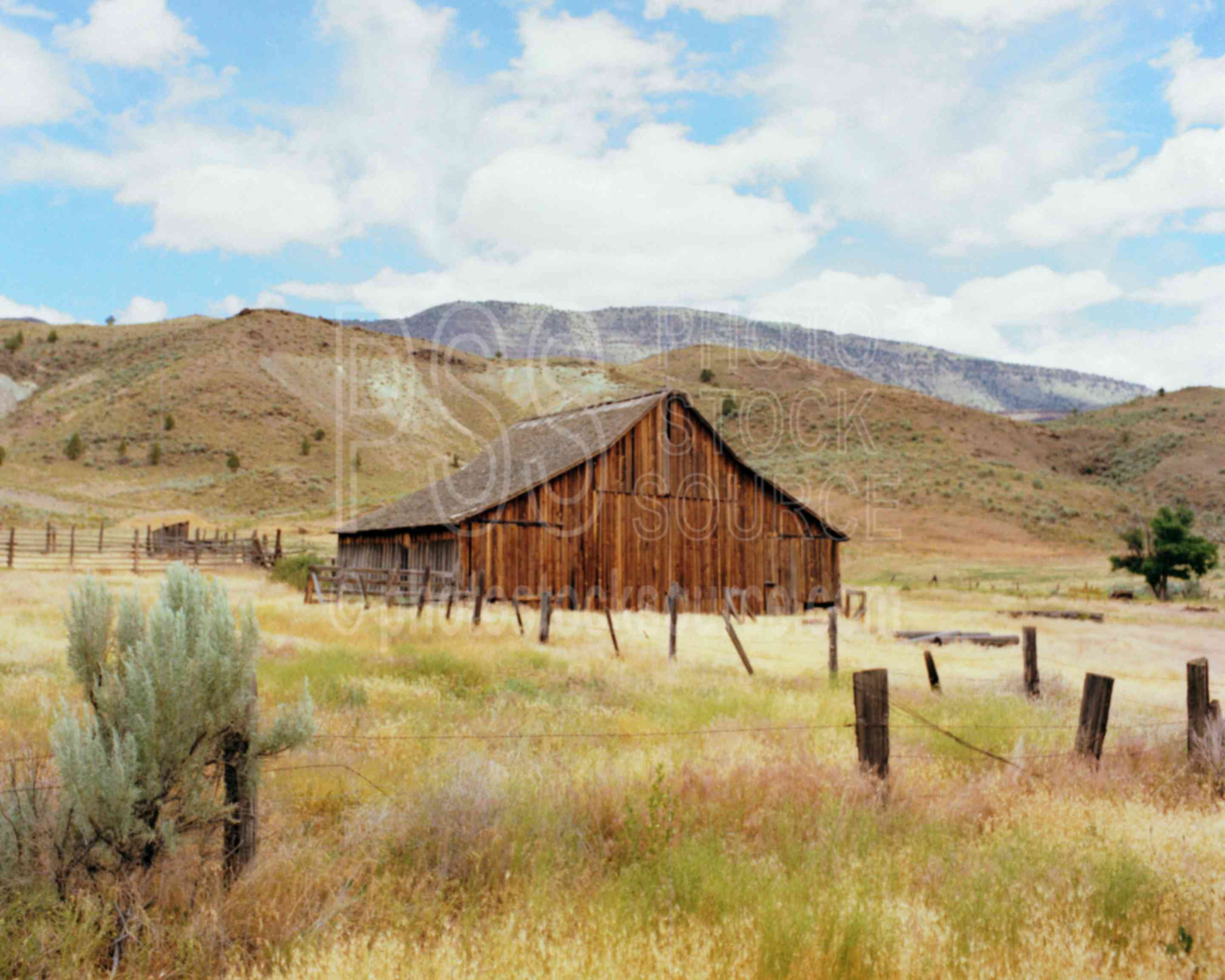 Photo of old barn by photo stock source farm hardman for Reclaimed wood bend oregon