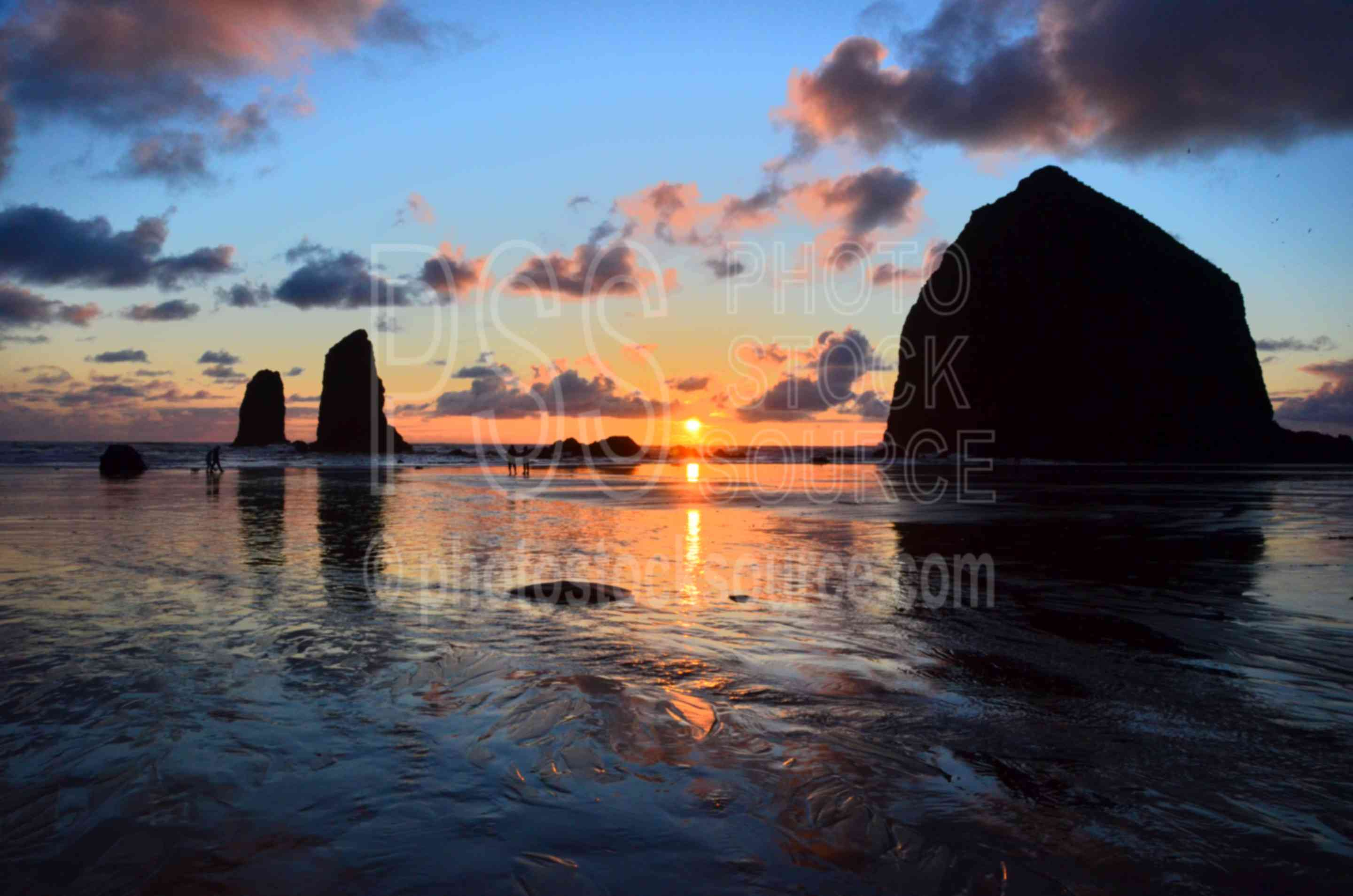 Haystack Rock,rocks,seastacks,coast,beach,clouds,sunset,haystack rock,the needles