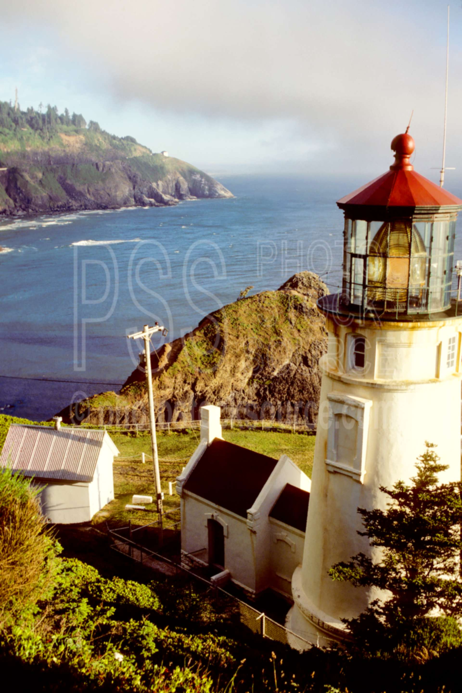 Heceta Head Lighthouse,cliff,cloud,coastline,usas,architecture,lighthouses