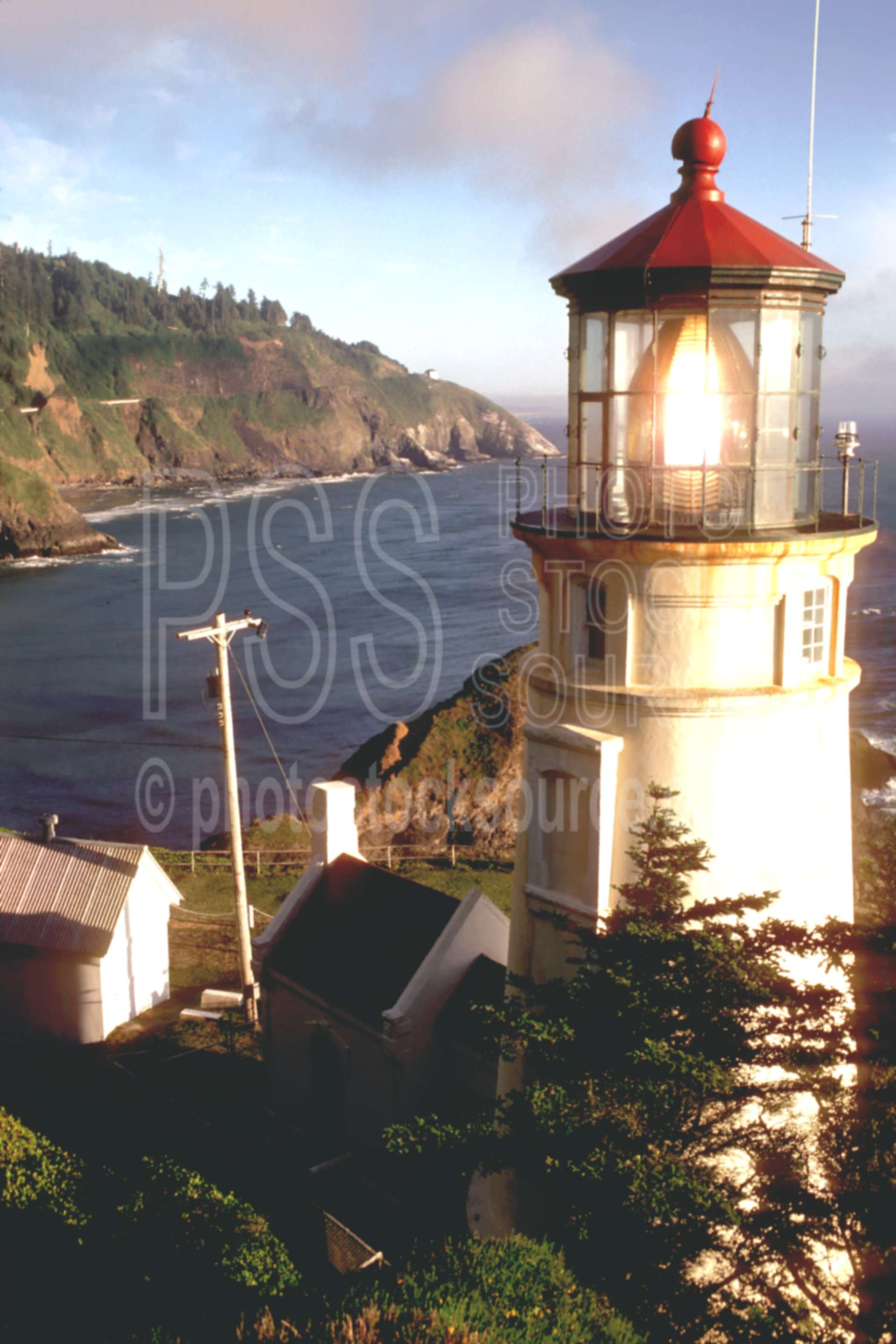 Heceta Head Lighthouse,cliff,cloud,coastline,usas,architecture,lighthouses