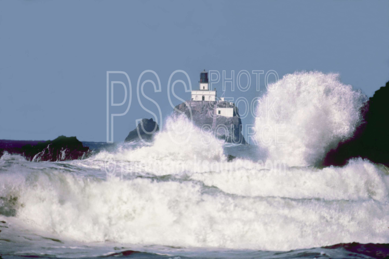 Tillamook Rock Lighthouse,ocean,usas,seascapes,architecture,lighthouses