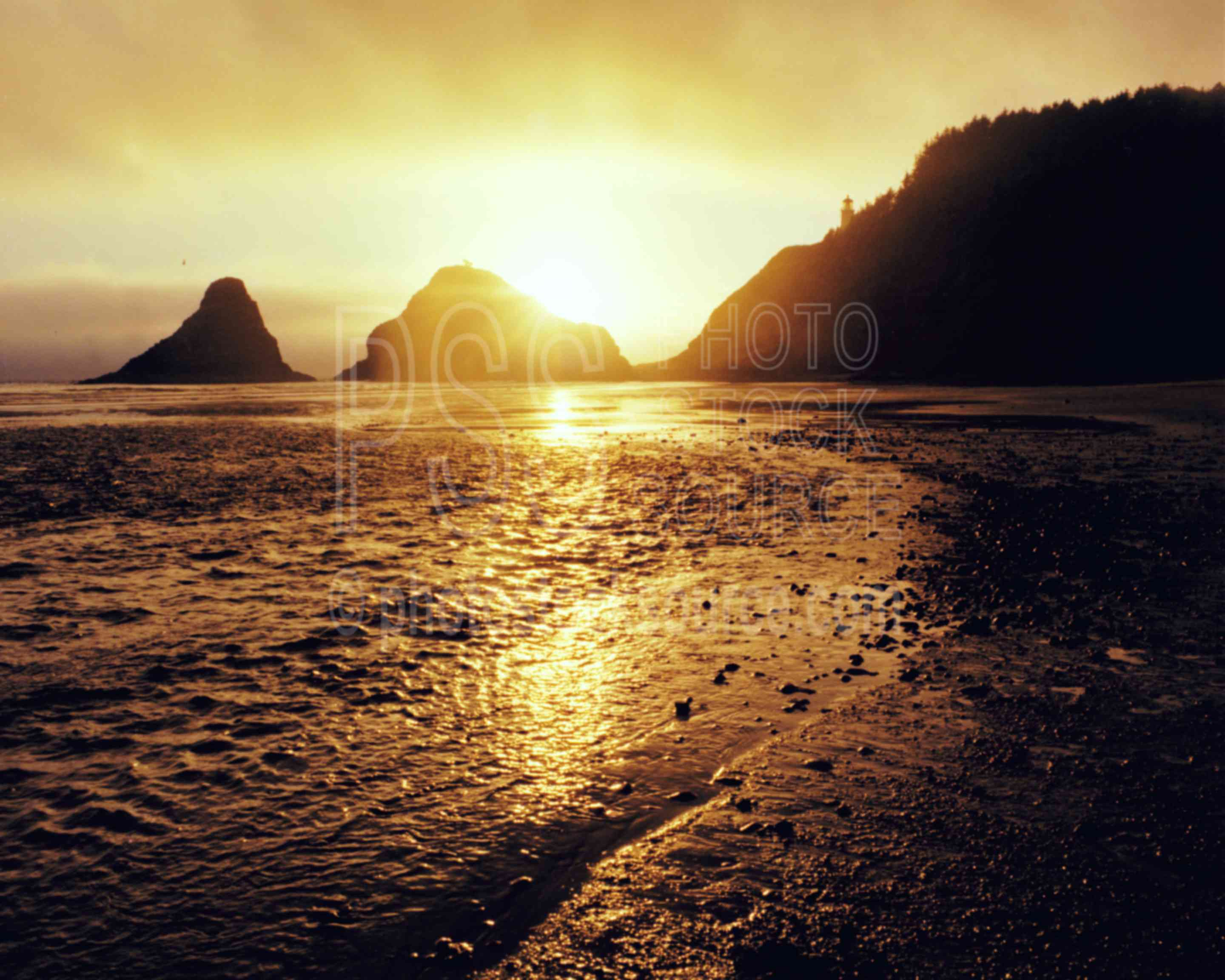 Heceta Head Sunset,beach,lighthouse,sunset,usas,architecture,seascapes,coast,lighthouses