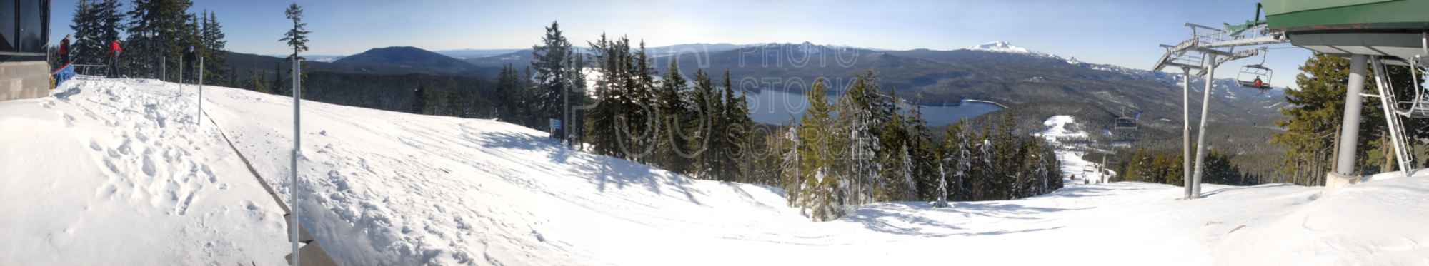 Willamette Pass,ski,snow,panorama,skier,odell lake,lake,mountain,diamond peak,cascades,ski lift,ski area,ski run,lakes rivers,mountain panoramas