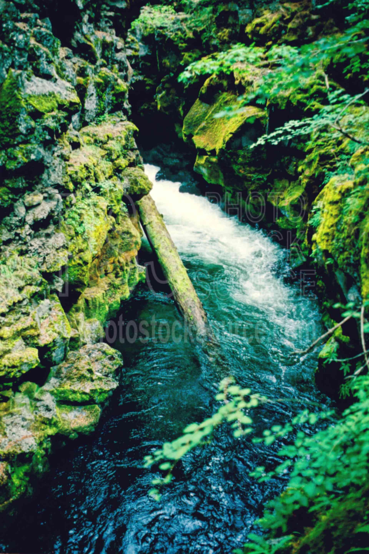 Upper Rogue River,lava tube,rogue river,usas,lakes rivers