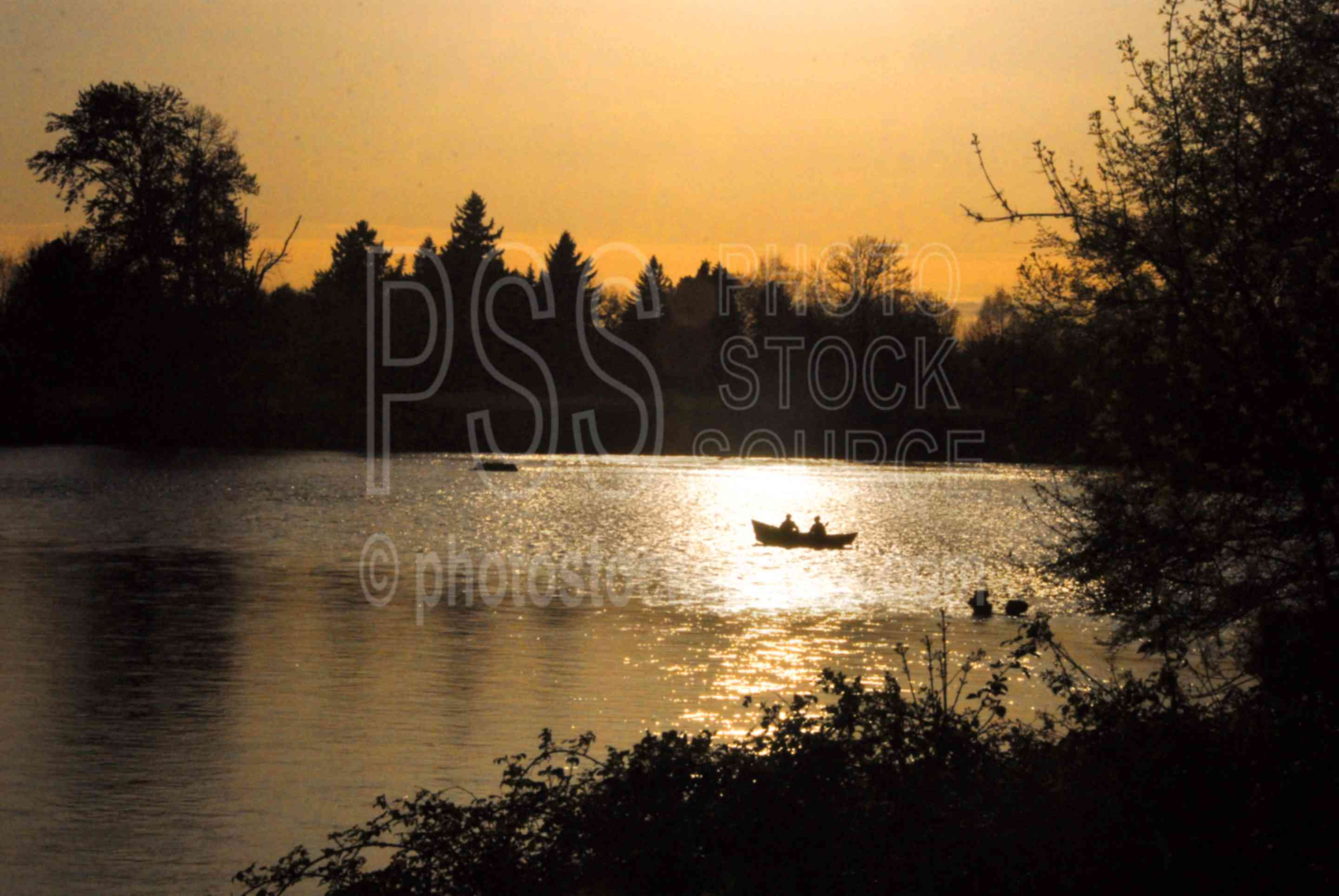 River Boat Silhouette,river,boat,fishing,fishermen,willamette river,drift boat,row boat,mckenzie river boat,lakes rivers
