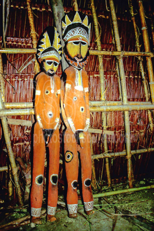 Makapita Carvings,arts,artifact,carving,ceremonial,haus tambaran,house,huts,png markets