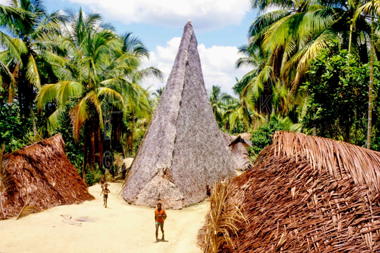 Haus Tambaran,mans,villages
