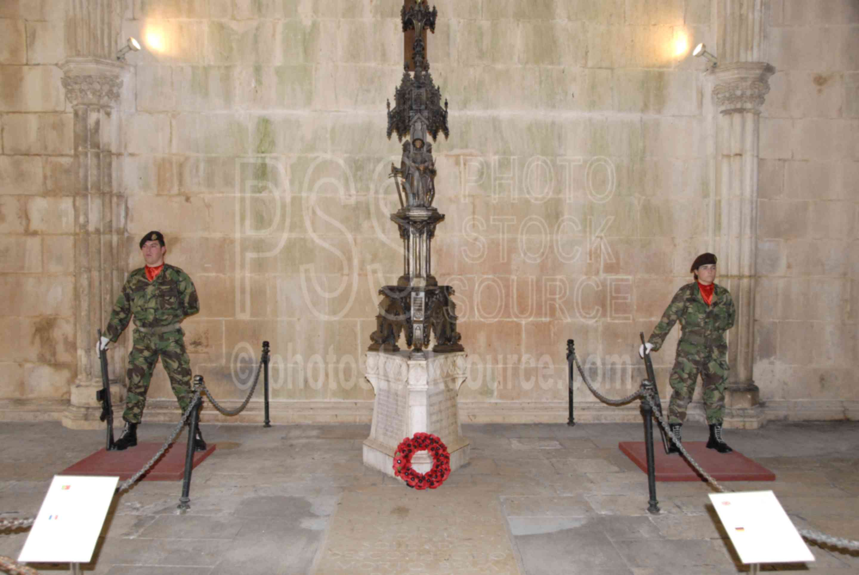 Tomb of the Unknown,mosterio de santa maria da vitoria,tomb,cathedral,guard,soldier,mans,military,cloisters,churches,religion