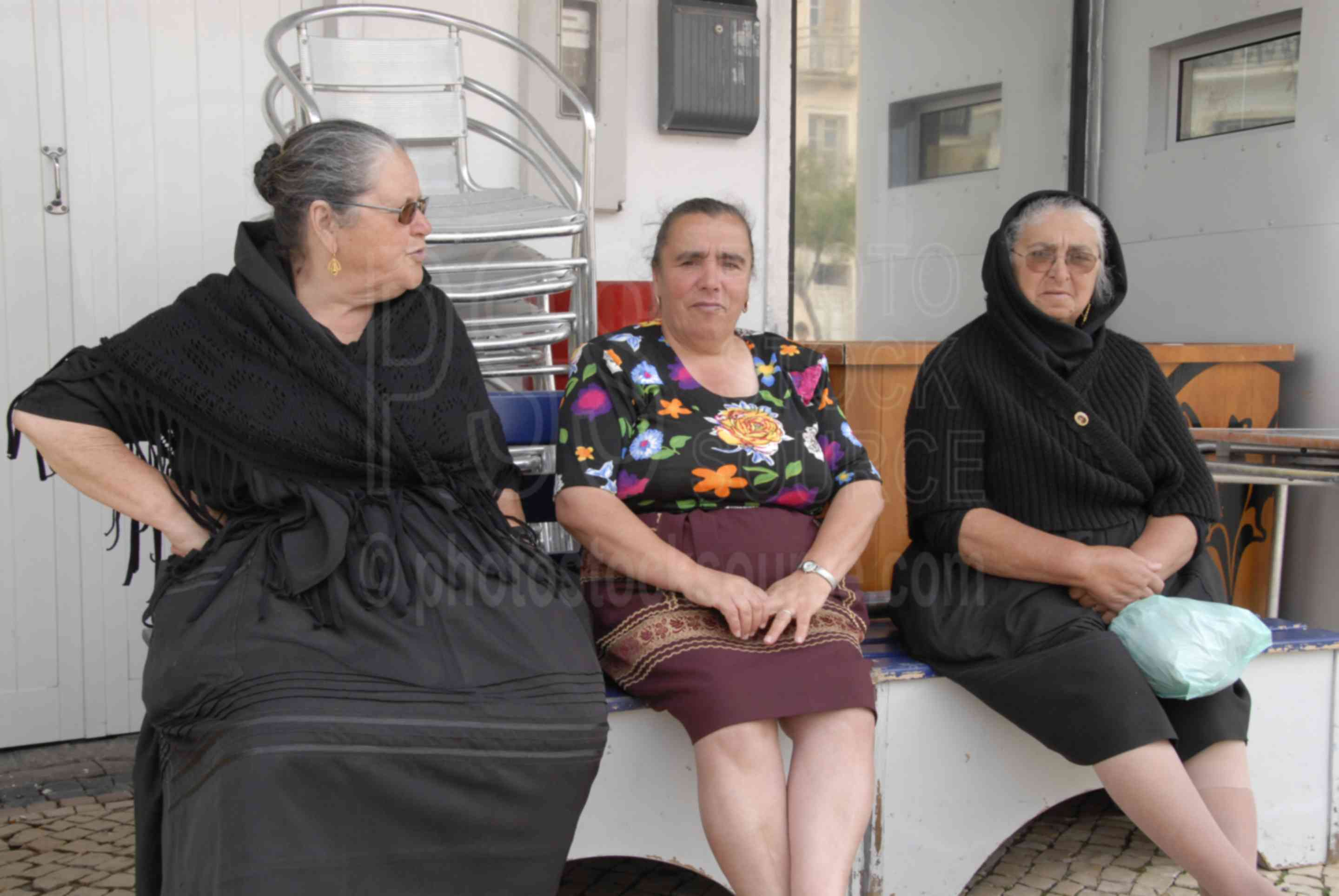 Three Ladies,women,women in black