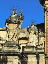 Duomo di San Pietro Statues