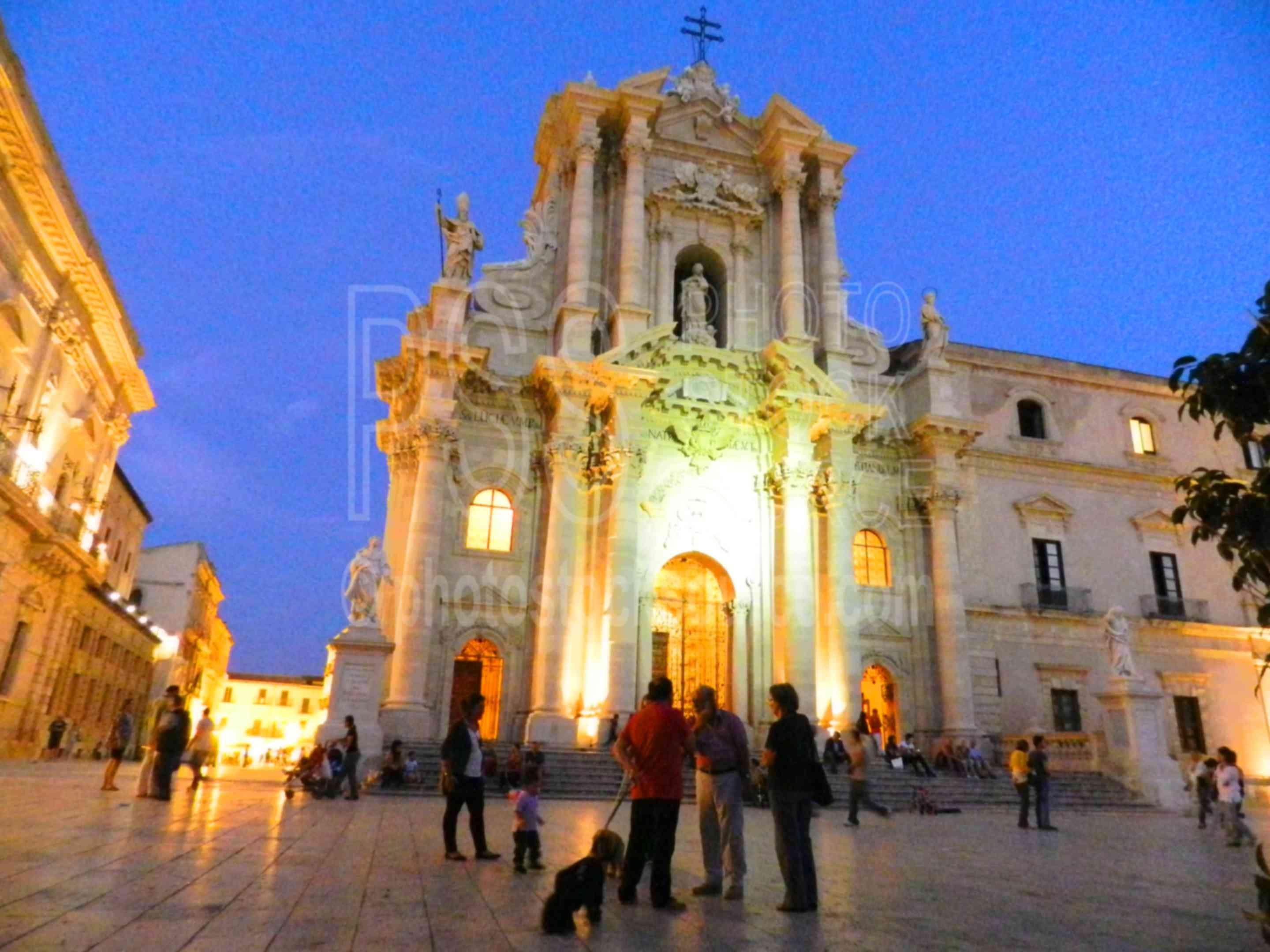 Duomo di Siracusa at Night,siracusa,ortigia,ortygia,night,lights,duomo,cathedral,people