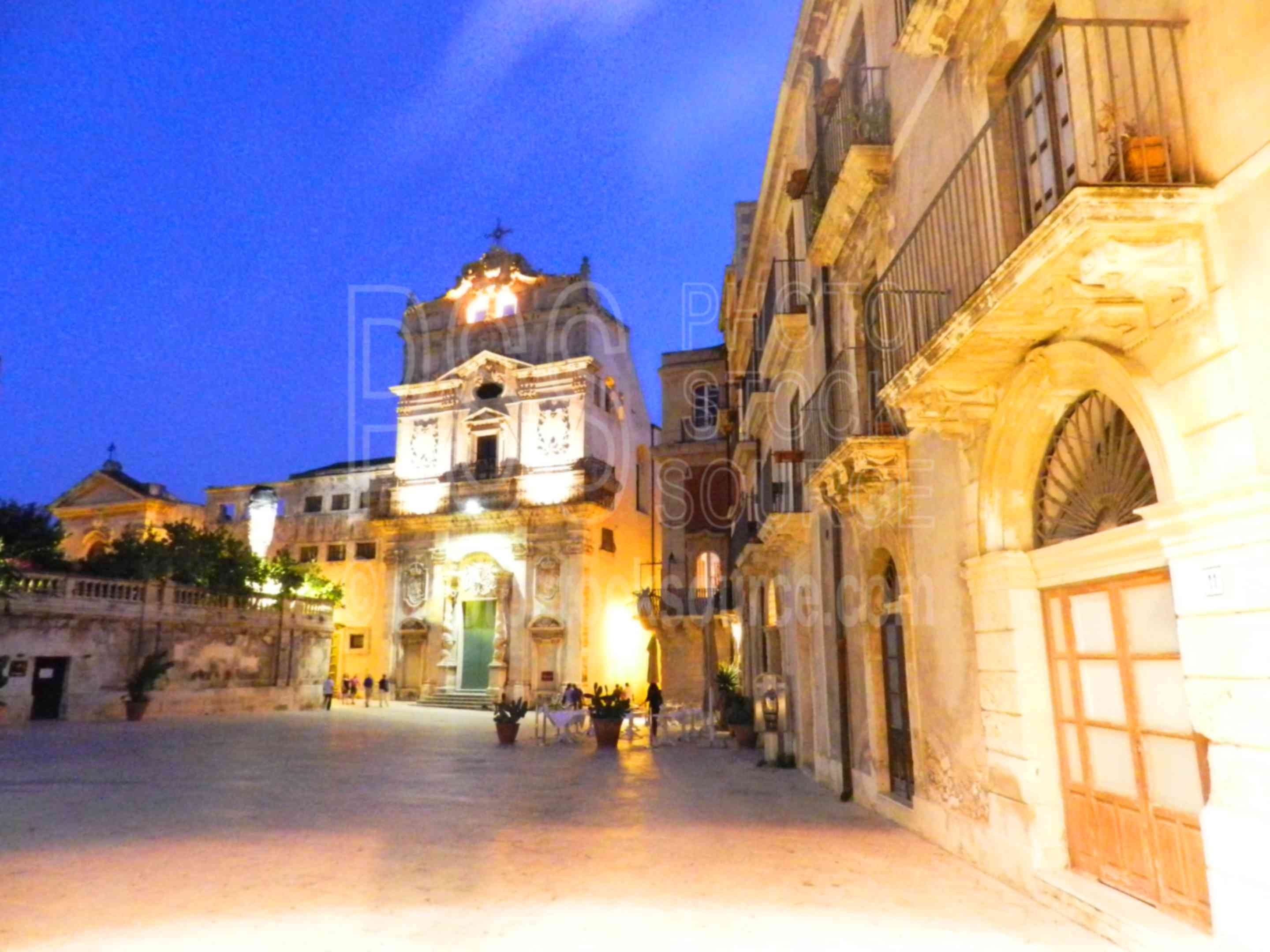 Santa Luchia at Night,siracusa,ortigia,ortygia,night,lights,duomo,cathedral,people