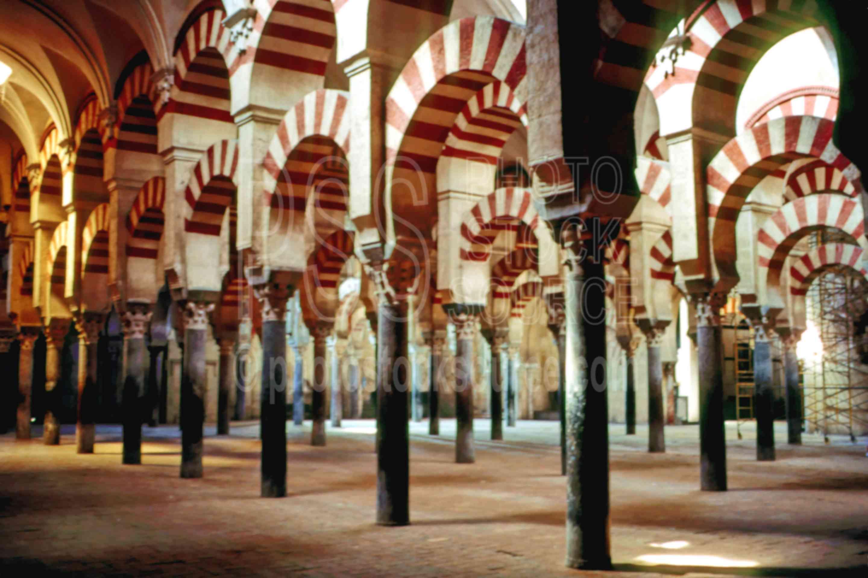 Moorish Arches,europe,mezquita,moorish arch,architecture