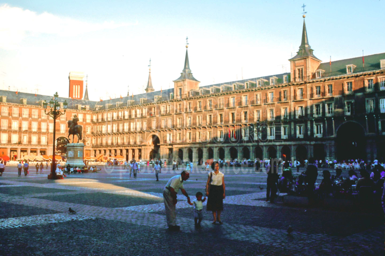 Plaza Mayor,building,europe,people,plaza