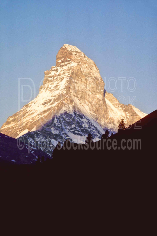 Matterhorn at Sunrise,europe,matterhorn,sunrise,nature,mountains