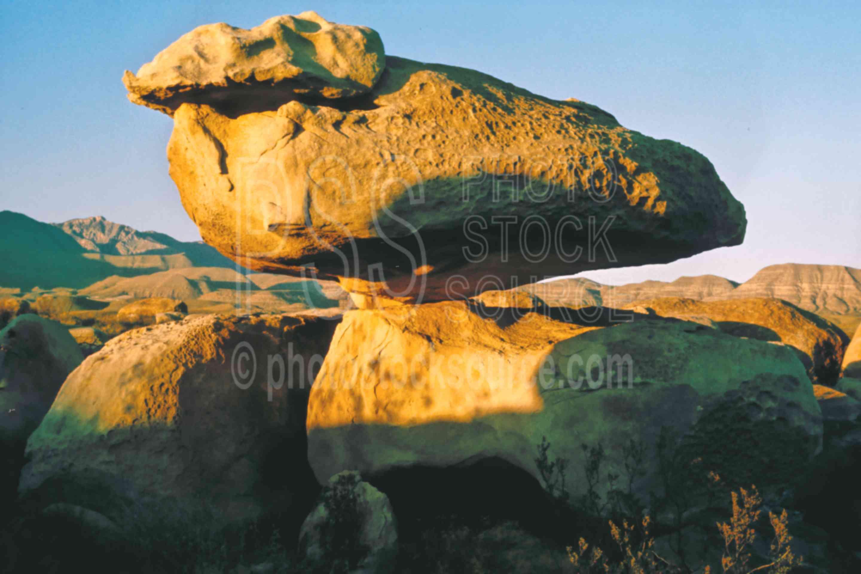Balancing Rock,rock,usas