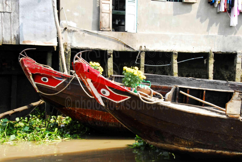 Mekong Sampans Bow Eyes,river,mekong,delta,boats,eyes,painted