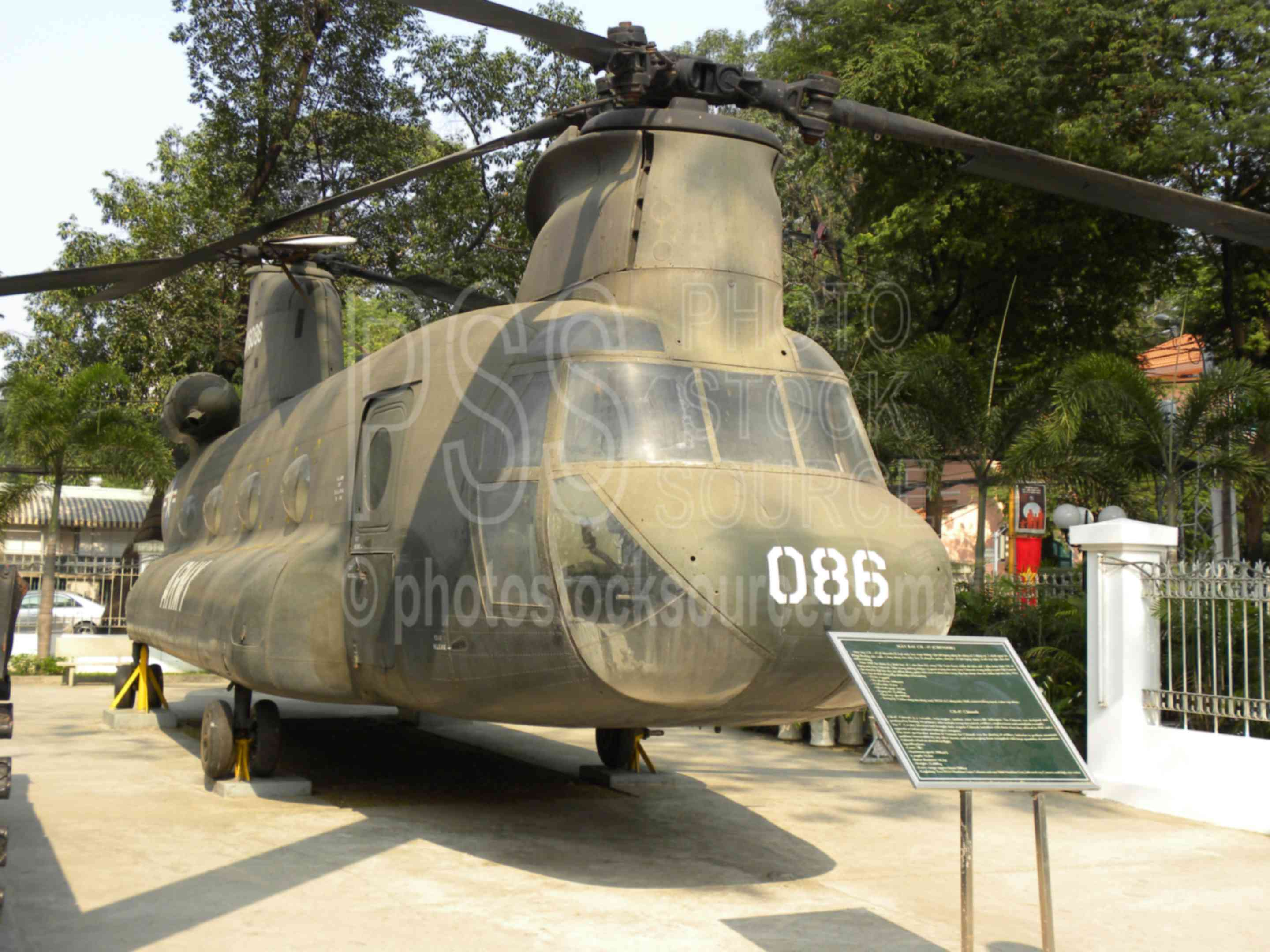 CH-47 Chinook Helicopter,war,machine,combat,warfare,military,weapon,helicopter