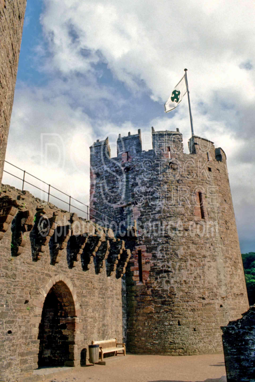 Conwy Castle,castle,europe,flag,ramparts,architecture,castles