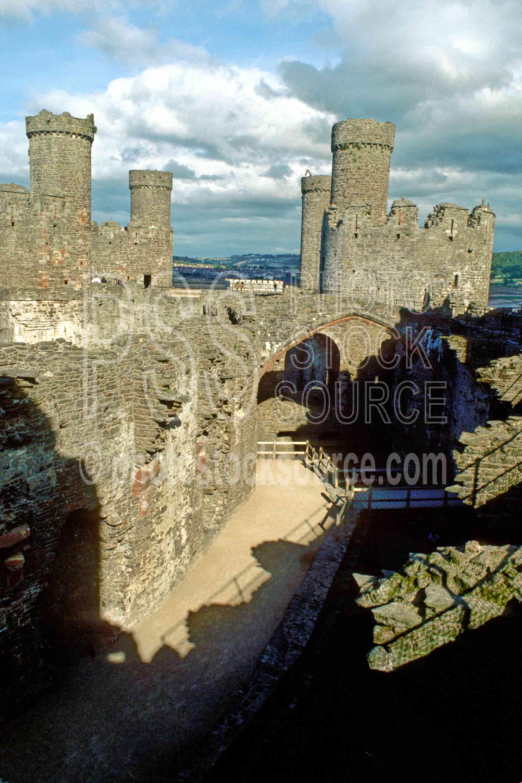 Conwy Castle,castle,europe,ramparts,architecture,castles