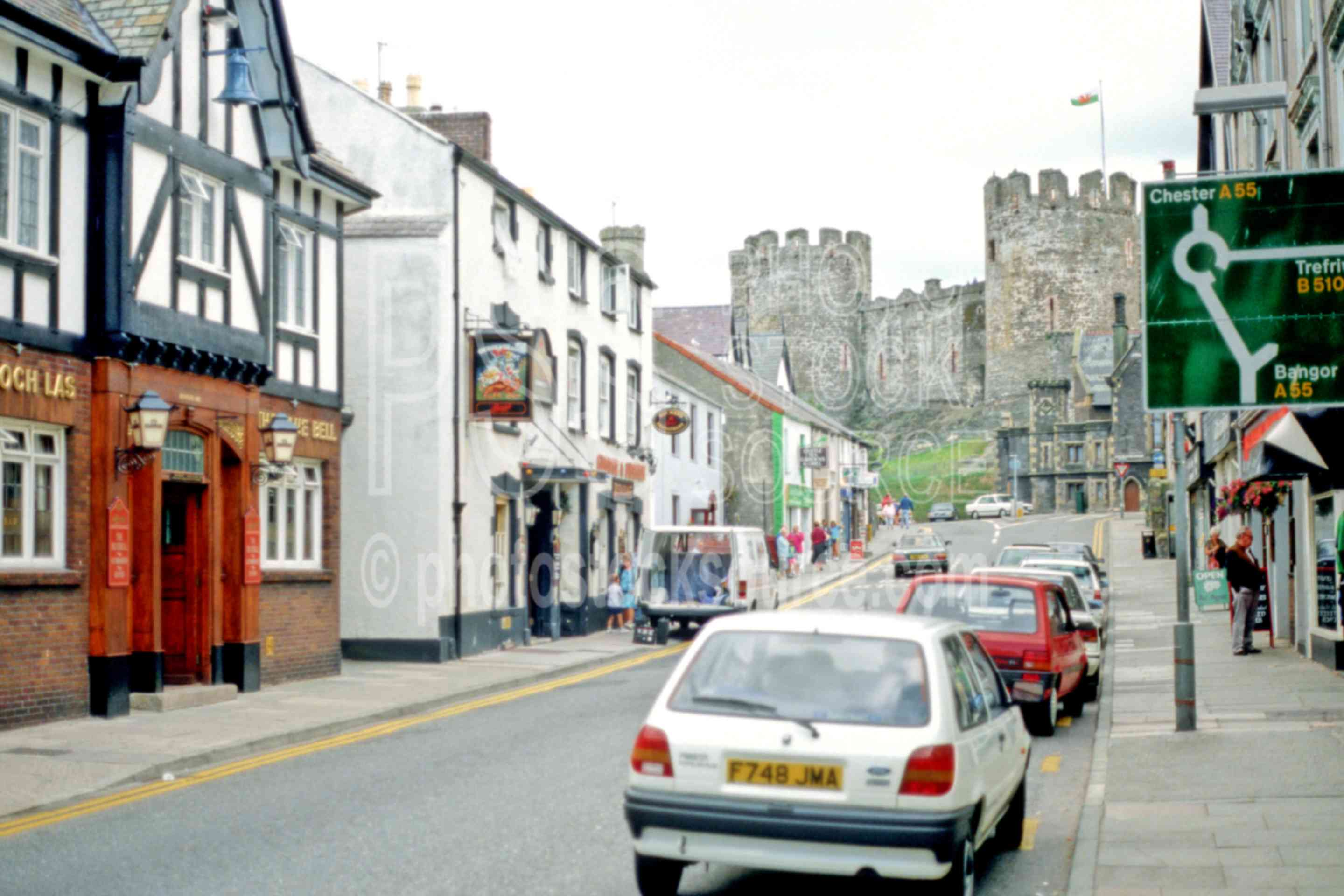 Conwy Castle,cars,castle,city,europe,street,cities,castles